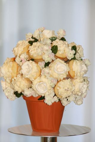 Cupcake_wedding_bouquet_small
